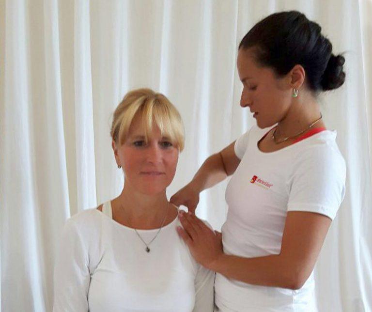 Schmerztherapie nach Liebscher und Bracht, Faszienyoga, Osteopressur, Heilpraktiker Berlin, Yoga Berlin, Yoga couch